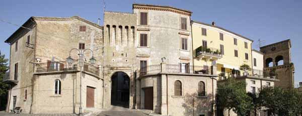 Ancarano (Te), centro storico e porta da Mare