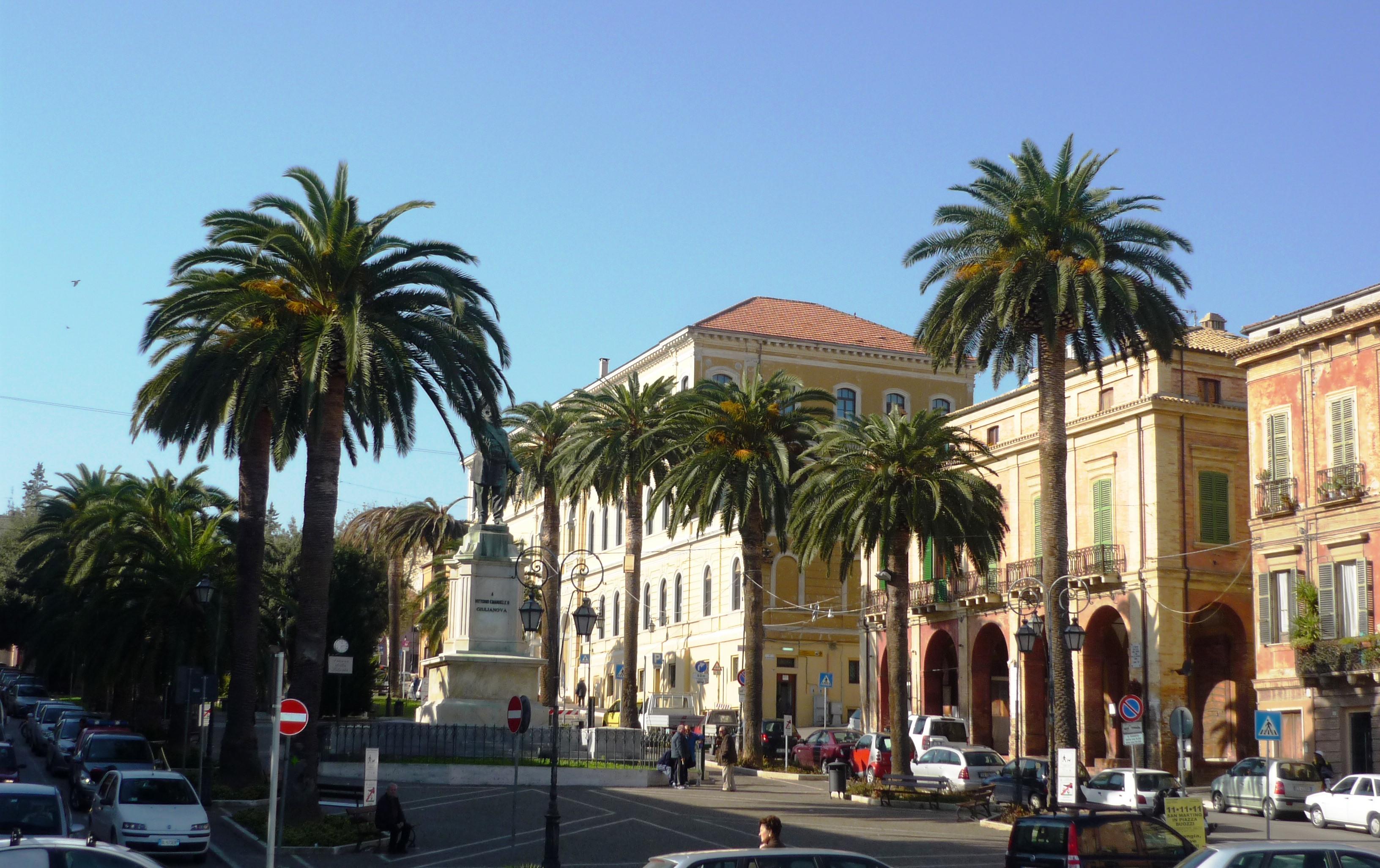 foto-piazza-della-Libertà-Giulianova-Alta