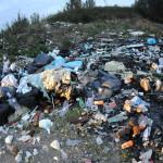 """Rifiuti abbandonati a Campli: scattano le multe. Agostinelli """"tolleranza zero"""""""
