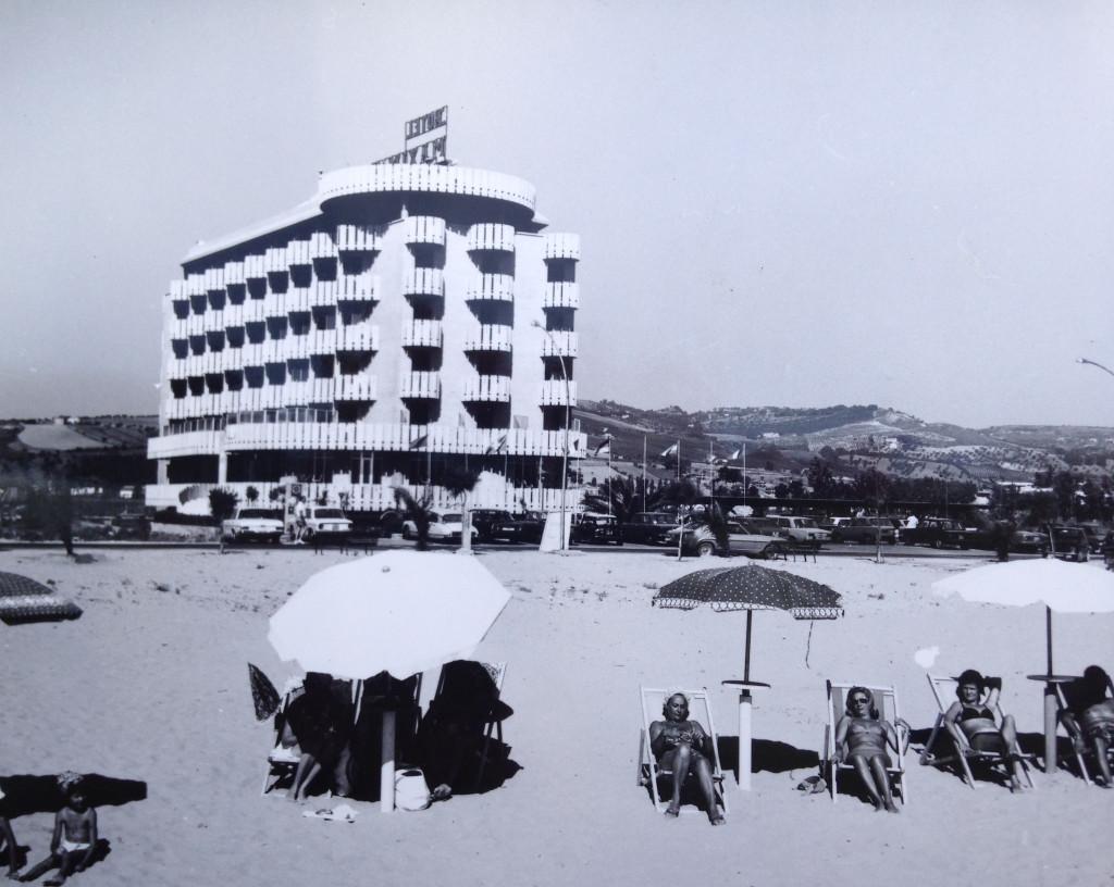 foto (3) albergo maxim's nel giugno 1970 modifica