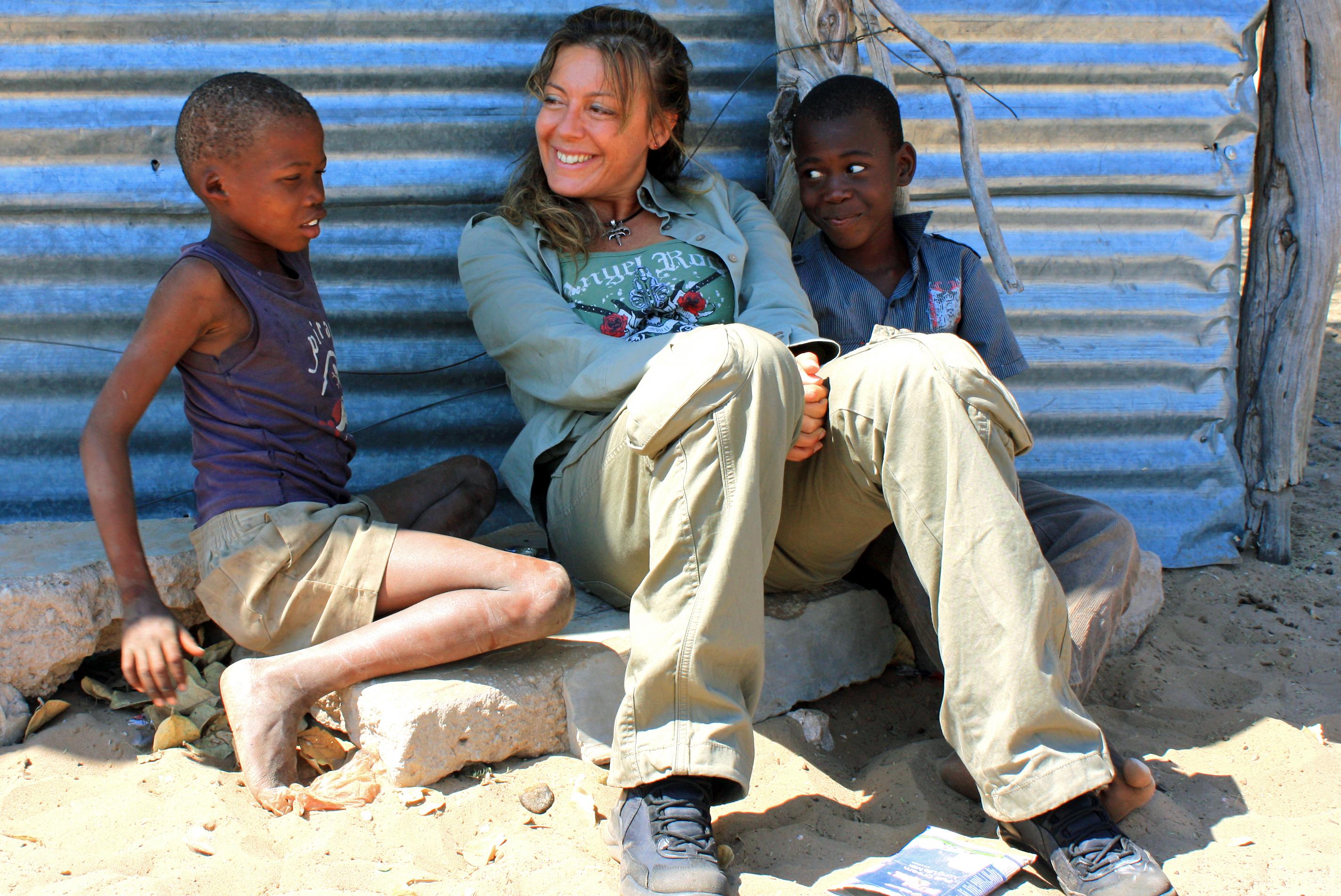 IMG_8746 in Botswana con bimbi boscimani