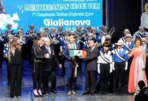 Mario Orsini e Sindaco premiano il Giappone