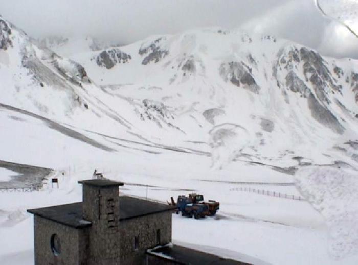Da una webcam tratta da internet la neve caduta stamani a Campo Imperatore (L'Aquila)