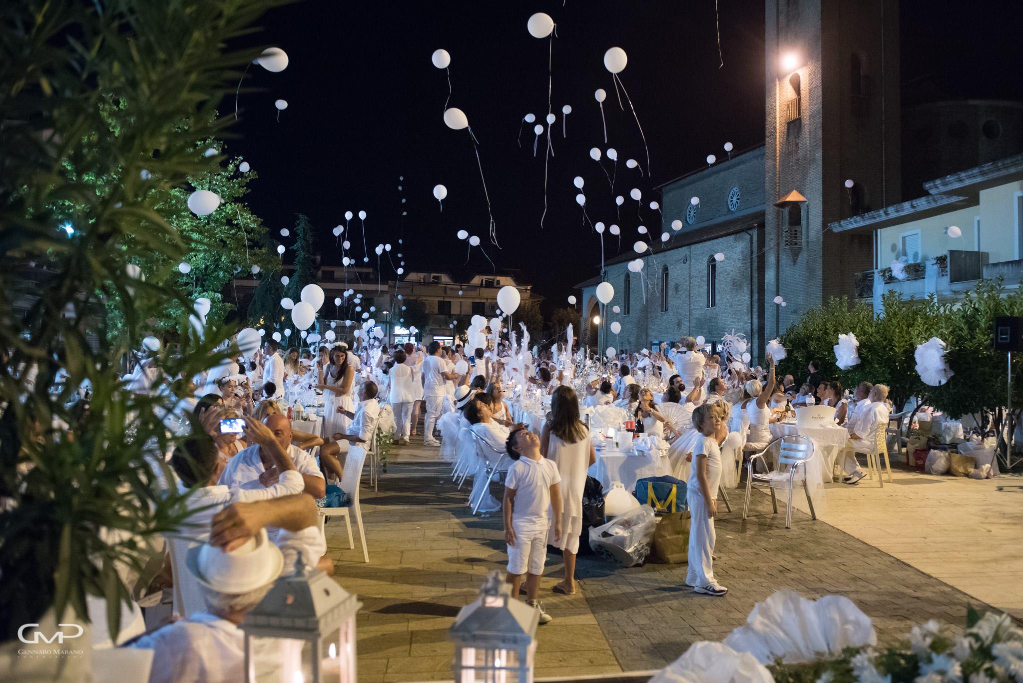 Torna la cena in bianco a Martinsicuro: il dress code è d'obbligo