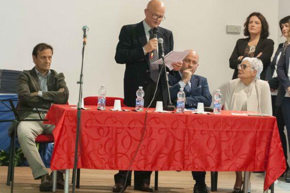 Il Sindaco di Corropoli Umberto D'Annuntiis, il Presidente della Fondazione Val Vibrata College Fernando Rosati, il Presidente della Banca del Piceno Aldo Mattioli e la Preside Nilde Maloni