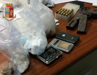 Armi e droga in casa, arrestato giovane di Giulianova