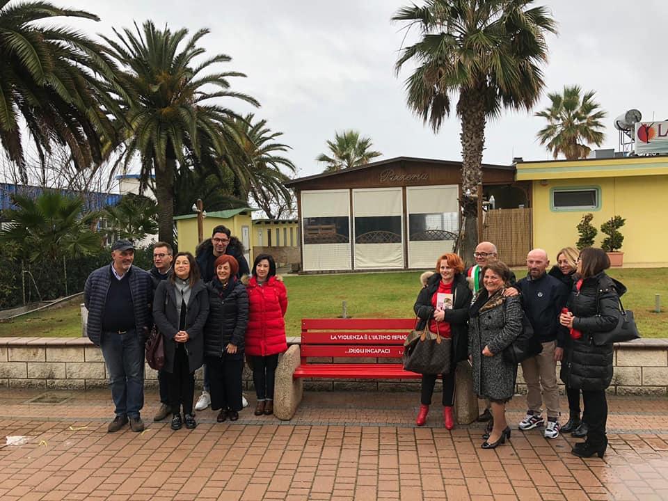 Tortoreto, No alla violenza sulle donne: inaugurata la panchina rossa