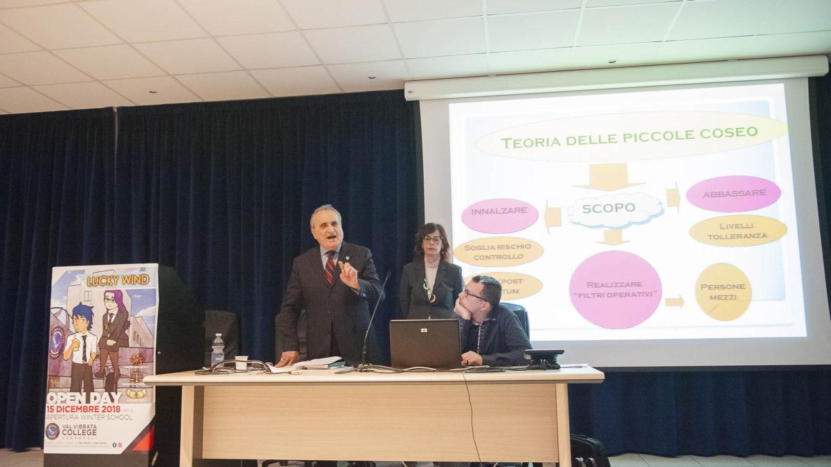 Il Generale dell'Arma dei Carabinieri Salvatore Minniti ha incontrato gli studenti del liceo D'Annunzio