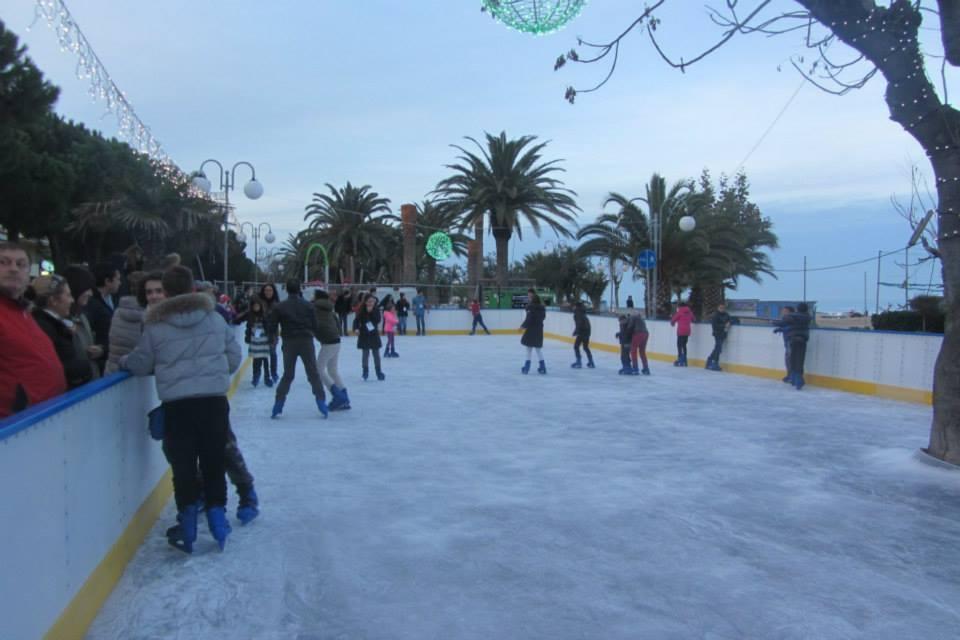 Tortoreto, installata la pista di pattinaggio sul ghiaccio