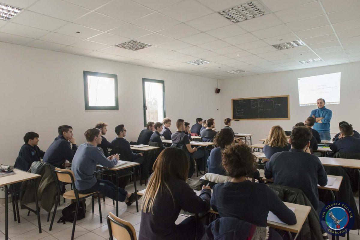 Corropoli, il liceo D'Annunzio ospita delegazione del reparto dello Stato maggiore dell'Aeronautica