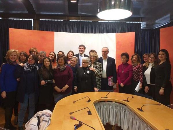 Orari flessibili per le donne impegnate in politica: sottoscritto un patto