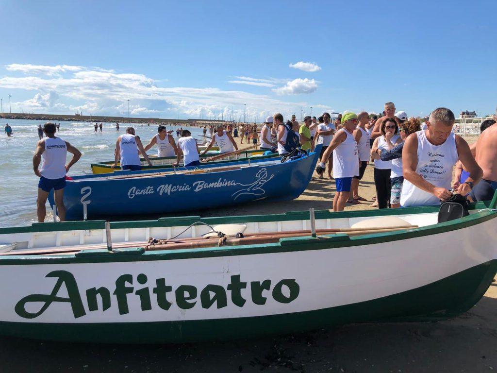 Martinsicuro, regata storica dei tipici battelli a tre remi