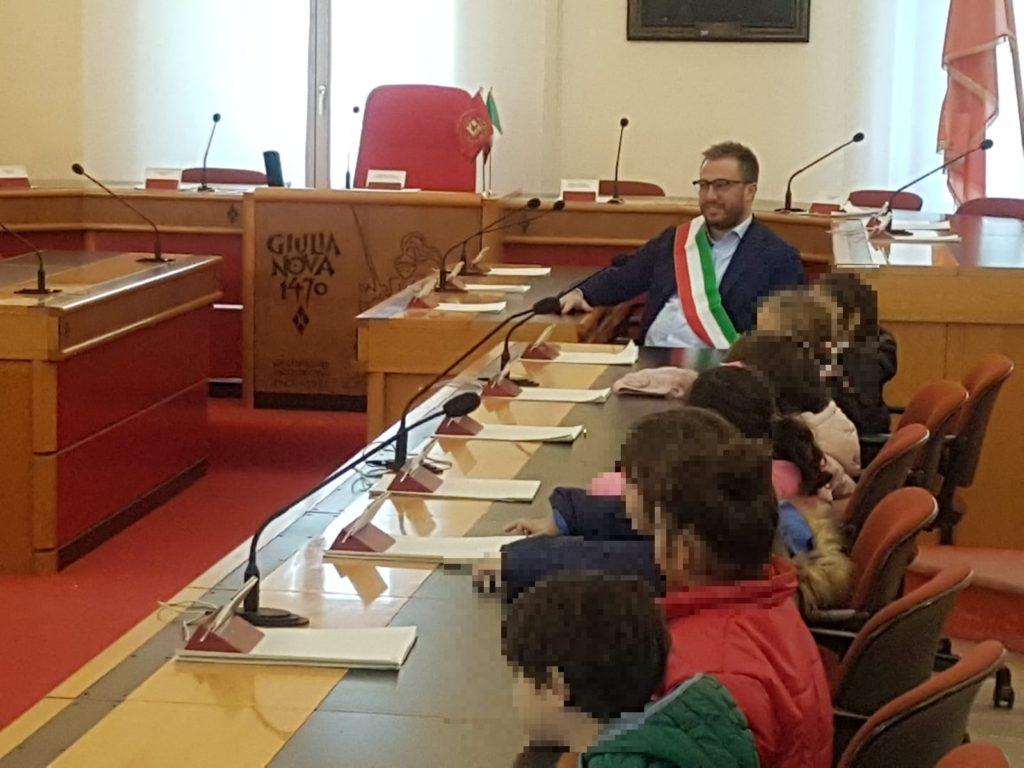 Scuola dell'Infanzia di via Mattarella all'Annunziata visita il Comune di Giulianova