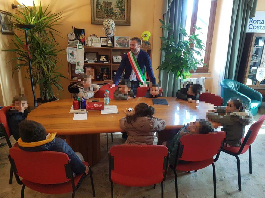 Giulianova, visita in Comune dei bimbi della scuola dell'infanzia Don Milani