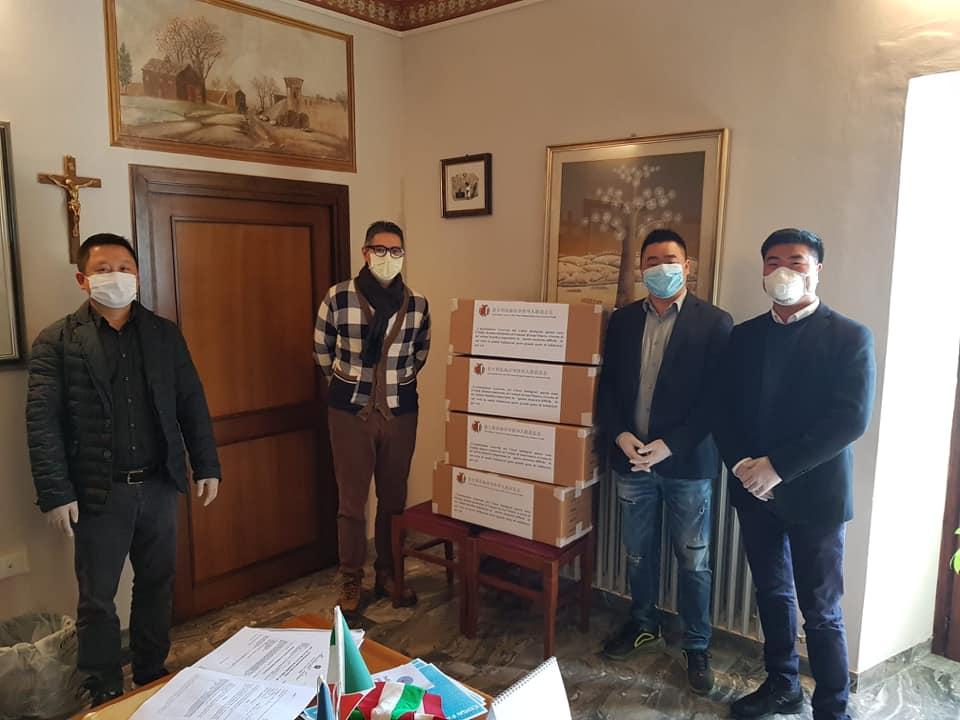 Sant'Omero, donate 2000 mascherine dalla comunità cinese