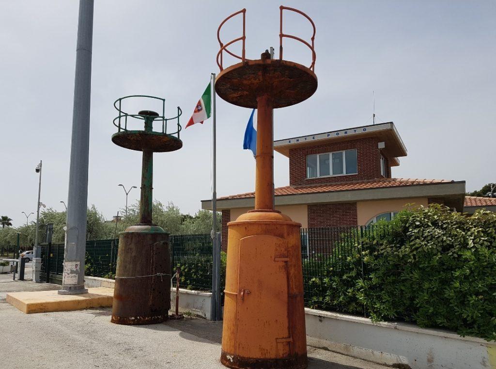Giulianova, il vecchio faro del porto arriva all'Annunziata