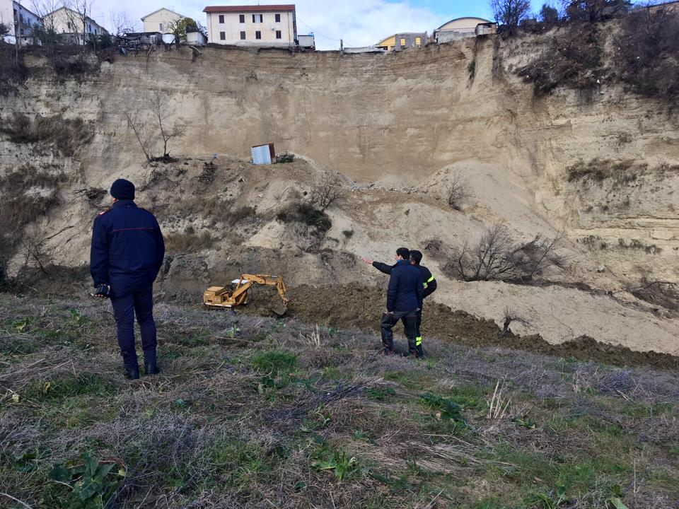Frana Castelnuovo, riparte l'iter delle opere di consolidamento:resta ferma la ricostruzione