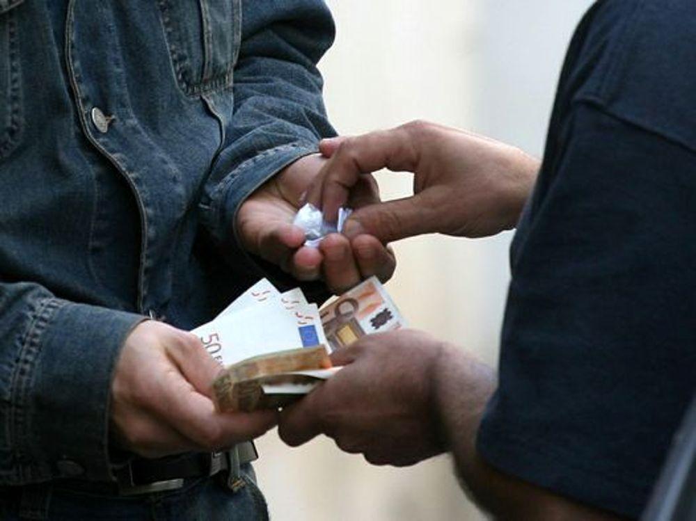 Teramo, arrestato giovane albanese per spaccio di cocaina