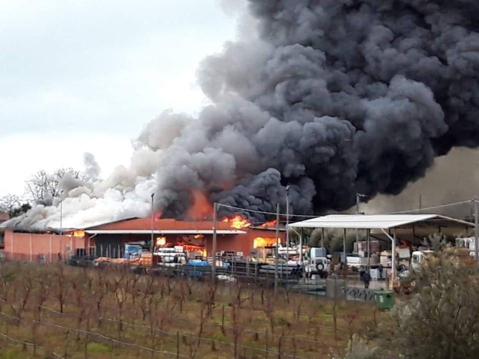 Martinsicuro, incendio Tommolini: analisi ok, revocata l'ordinanza
