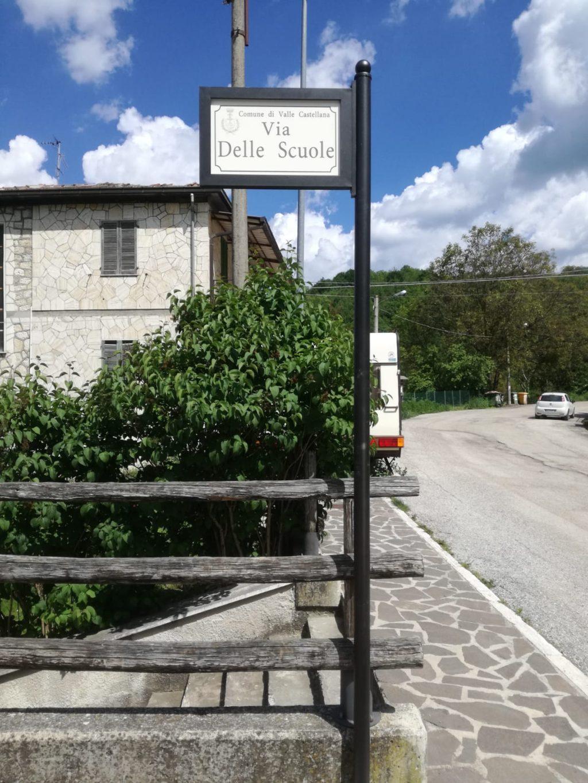 Valle Castellana, arriva la nuova segnaletica con i nomi delle vie a Pascellata