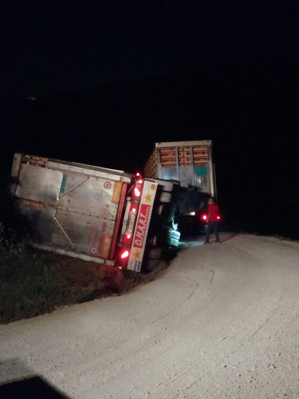 Poggio morello, strade comunali pericolose: si ribalta autoarticolato